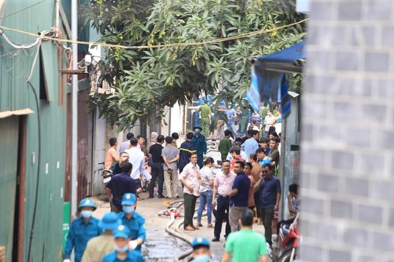 Người thân ngóng tin 8 nạn nhân vụ cháy kinh hoàng ở Hà Nội - ảnh 4