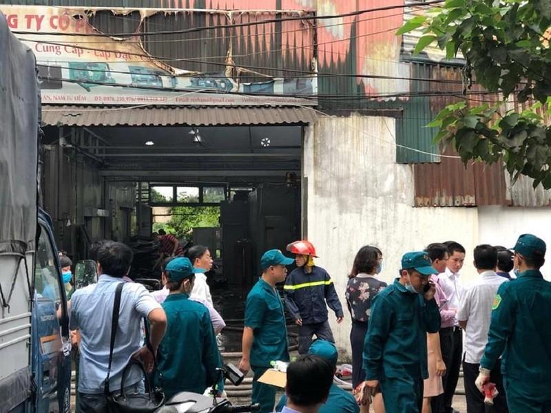 Người thân ngóng tin 8 nạn nhân vụ cháy kinh hoàng ở Hà Nội - ảnh 2