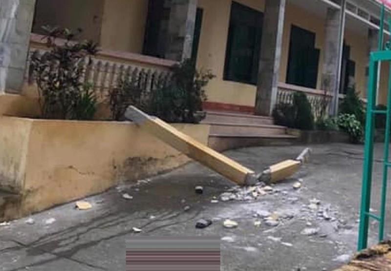 2 học sinh bị cột bê tông 3m ở trường đổ trúng - ảnh 2