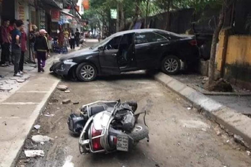 Nghi đạp nhầm chân ga, xe Camry tông chết người - ảnh 1