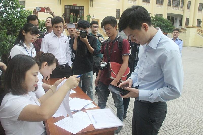 Hoàng Công Lương xuất hiện sau 4 tháng bị tuyên án tù - ảnh 4