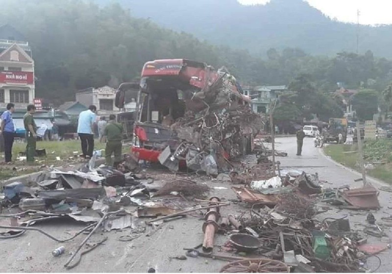 Tai nạn ở Hòa Bình: 3 người chết, 37 người bị thương - ảnh 1