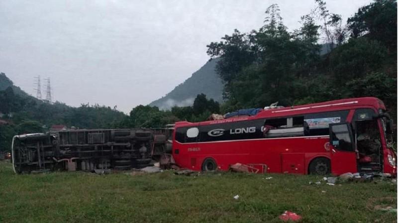 Tai nạn kinh hoàng ở Hòa Bình, hơn 30 người thương vong - ảnh 1