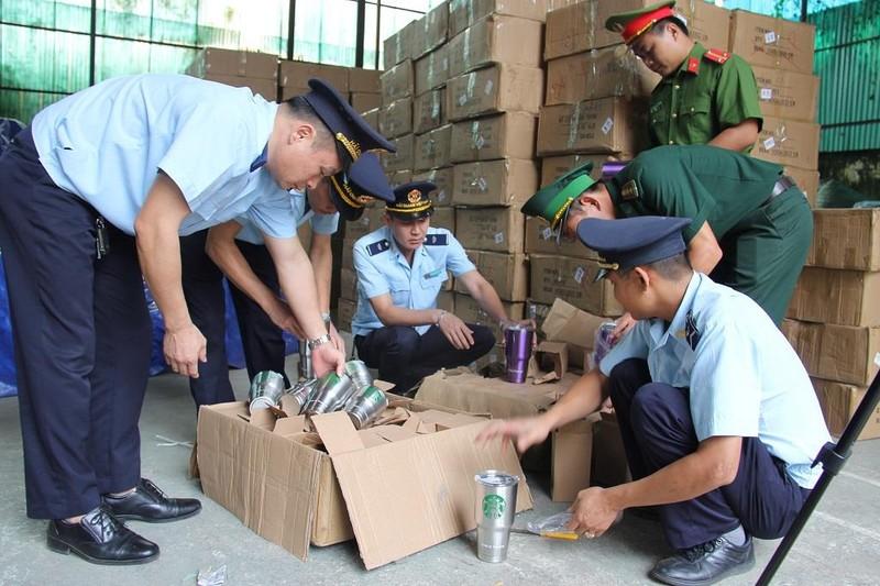 Đột kích kho chứa 8.400 chiếc cốc nghi giả mạo hàng Thái Lan - ảnh 1