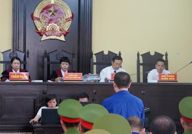 Dàn cựu lãnh đạo tỉnh Sơn La hầu tòa - ảnh 2