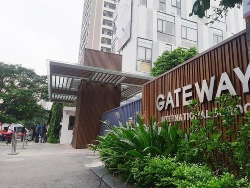 Chi tiết mới về chiếc áo màu đỏ của bé trai trường Gateway - ảnh 1