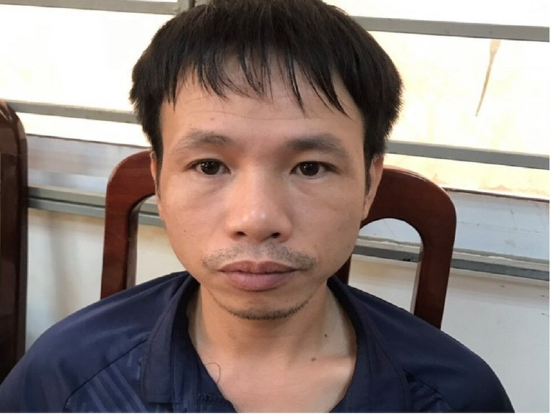 Công an bắt giam thanh niên đốt pháo trên sân Hàng Đẫy - ảnh 1