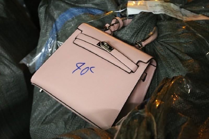 Choáng váng: Túi Hermes, LV, Dior giá chỉ 30.000 đồng/chiếc - ảnh 2