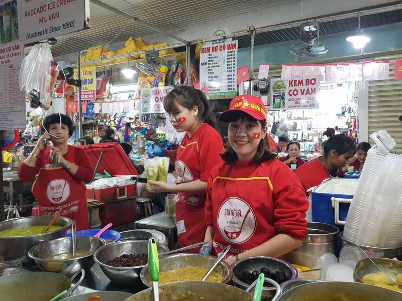 Cư dân góp tiền lắp màn hình Led 'khủng' để xem U-22 Việt Nam - ảnh 9