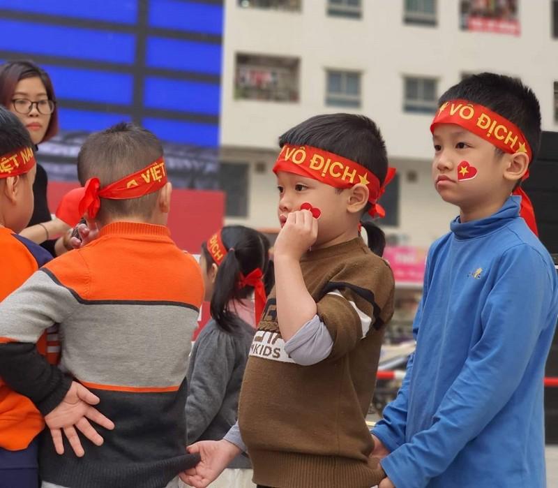 Cư dân góp tiền lắp màn hình Led 'khủng' để xem U-22 Việt Nam - ảnh 2