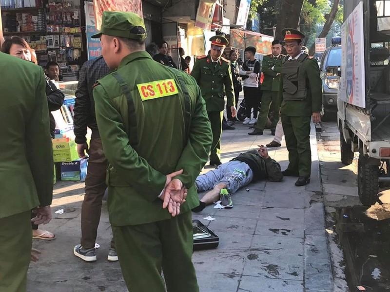 Điều tra vụ nổ súng tự chế giữa phố Hà Nội - ảnh 1