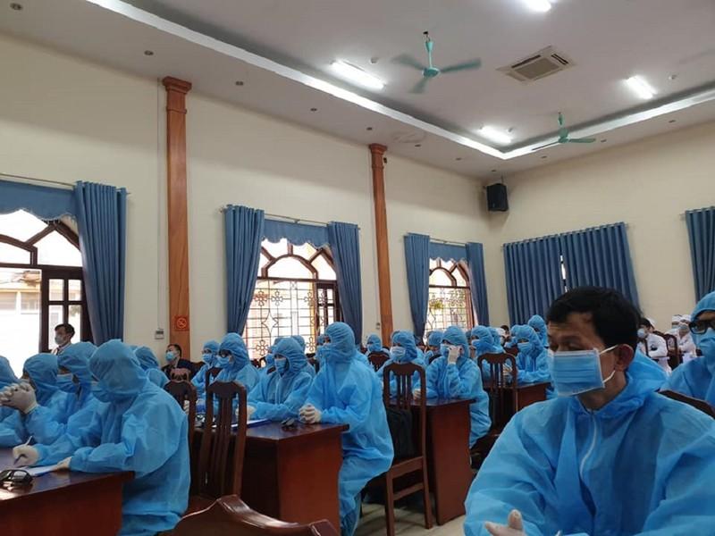 Hình ảnh xúc động về 161 y, bác sĩ đương đầu với COVID-19  - ảnh 4