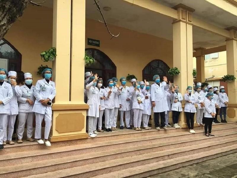 Hình ảnh xúc động về 161 y, bác sĩ đương đầu với COVID-19  - ảnh 5