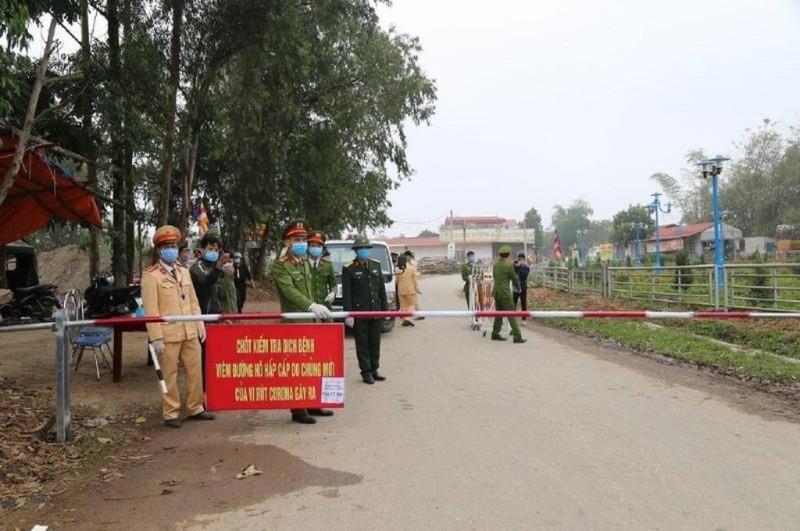 Gần 200 người ở 'tâm dịch' Sơn Lôi đi khỏi địa phương  - ảnh 1