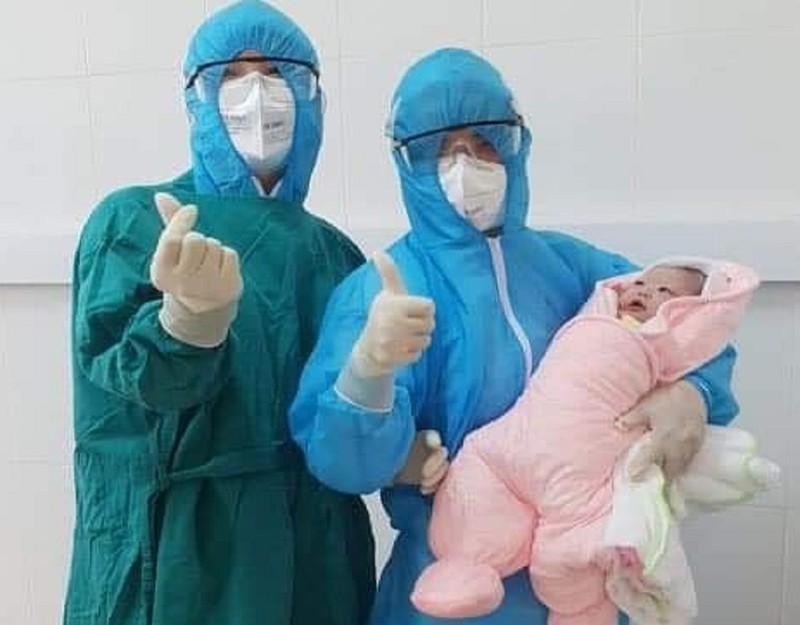 Sản phụ đang cách ly COVID-19 sinh con thành công - ảnh 1