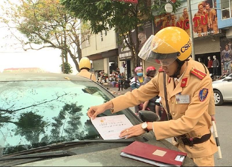 Vĩnh Phúc: CSGT dán giấy phạt, tài xế đến trụ sở nộp tiền - ảnh 1
