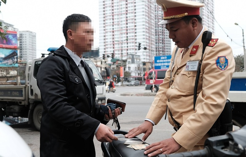 Cục CSGT giải thích cặn kẽ về nộp phạt giao thông trực tuyến - ảnh 1
