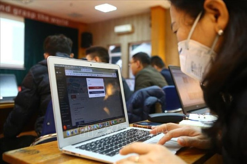 Tranh cãi chuyện thu phí học trực tuyến giữa dịch COVID-19 - ảnh 1