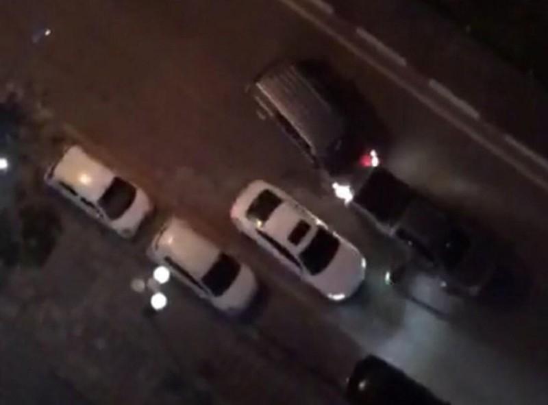 Hai nhóm thanh niên dùng ô tô húc nhau, nghi có nổ súng - ảnh 1