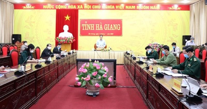 Cô gái 16 tuổi nhiễm COVID-19, Hà Giang ký công văn hỏa tốc - ảnh 1