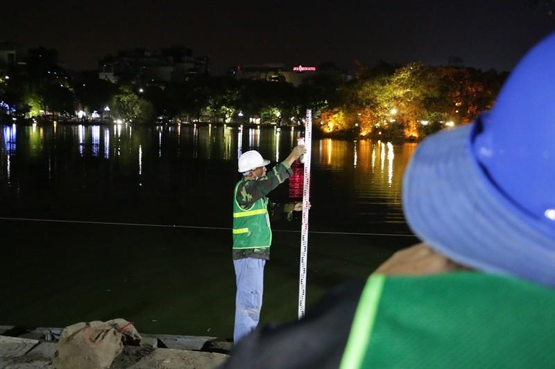 Trắng đêm kè bờ cho hồ Hoàn Kiếm - ảnh 6