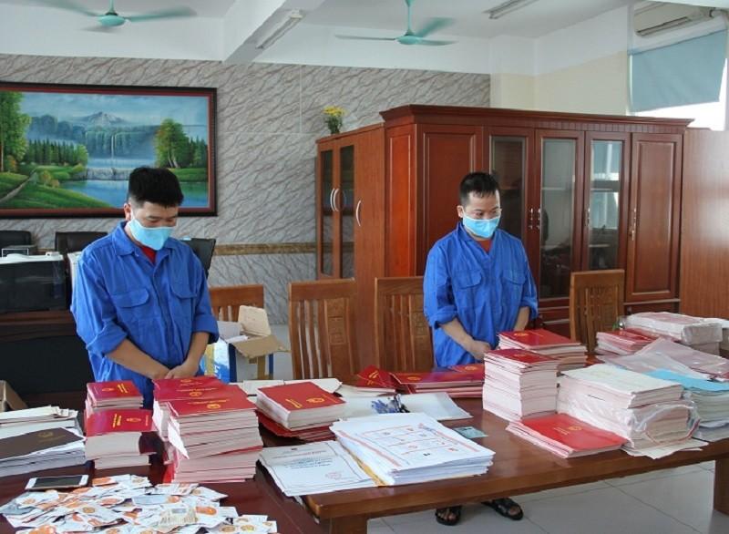 Bắt giam hiệu phó nhận tiền của học sinh để mua bằng giả - ảnh 1
