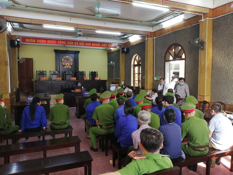Siết an ninh phiên tòa xử vụ gian lận điểm ở Sơn La - ảnh 2