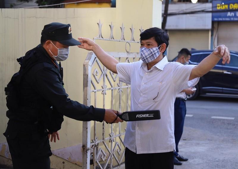 Siết an ninh phiên tòa xử vụ gian lận điểm ở Sơn La - ảnh 3
