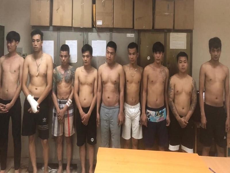 Nhóm thanh niên hỗn chiến vì tranh chỗ dán tờ rơi - ảnh 1