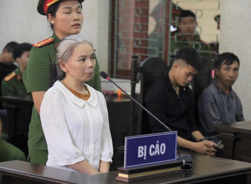Nữ bị cáo vụ nữ sinh giao gà bị sát hại tóc bạc trắng tới tòa - ảnh 2