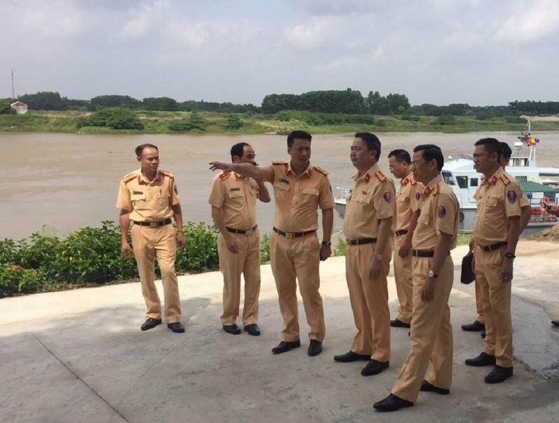 Tân Cục trưởng kiểm tra công tác lực lượng CSGT đường thủy - ảnh 1
