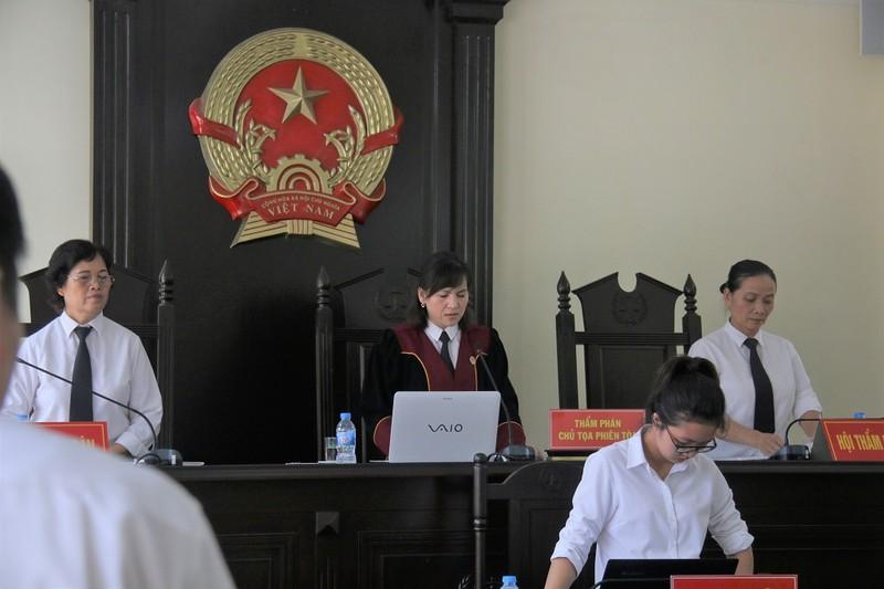 Luật sư yêu cầu thay chủ tọa, tòa tuyên bố hoãn xử - ảnh 1