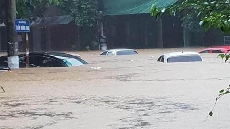 CSGT căng mình giữa mưa lũ lịch sử ở Hà Giang - ảnh 2