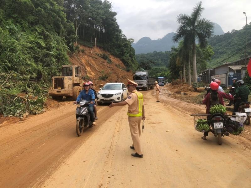 CSGT căng mình giữa mưa lũ lịch sử ở Hà Giang - ảnh 3