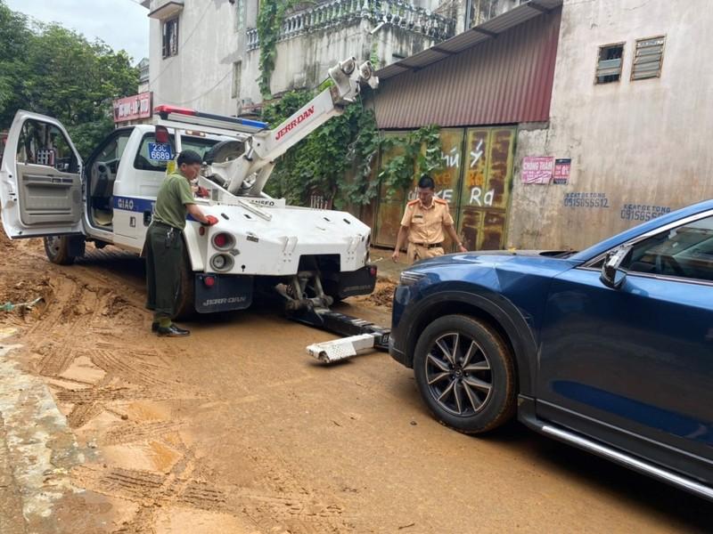 CSGT căng mình giữa mưa lũ lịch sử ở Hà Giang - ảnh 4
