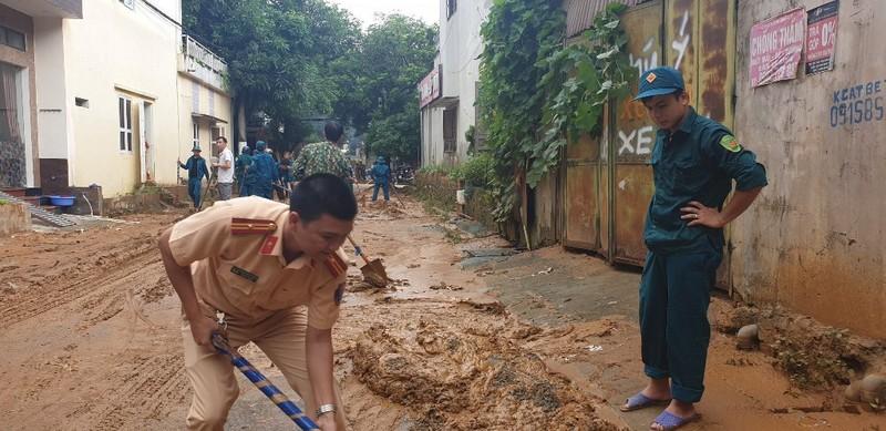 CSGT căng mình giữa mưa lũ lịch sử ở Hà Giang - ảnh 6