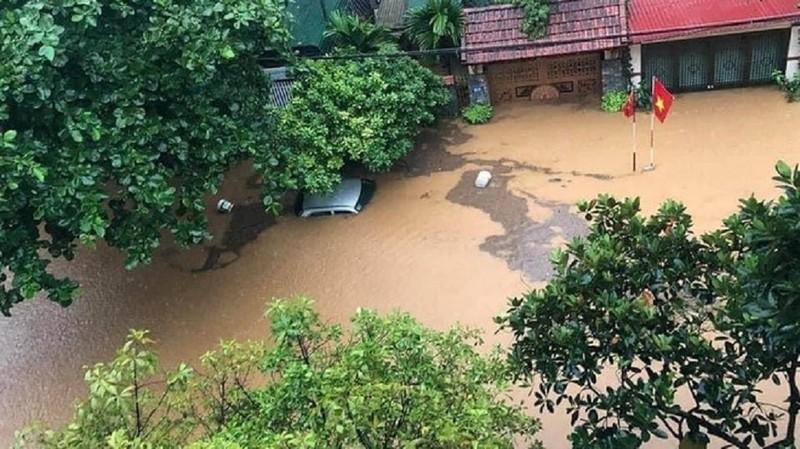 CSGT căng mình giữa mưa lũ lịch sử ở Hà Giang - ảnh 1