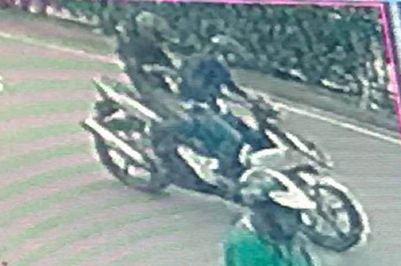 1 phụ nữ bị cướp giật iPhone, lôi khỏi xe máy - ảnh 2
