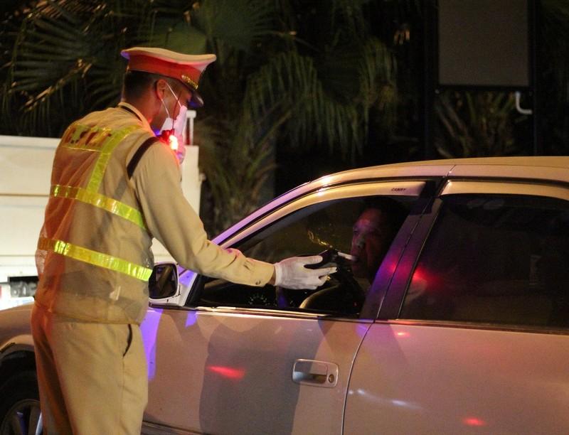 CSGT xuyên đêm kiểm soát phương tiện trên cao tốc - ảnh 5