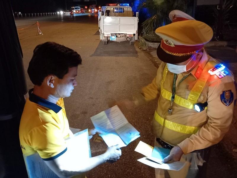 CSGT xuyên đêm kiểm soát phương tiện trên cao tốc - ảnh 6