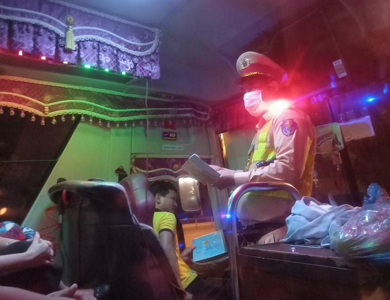 CSGT xuyên đêm kiểm soát phương tiện trên cao tốc - ảnh 7