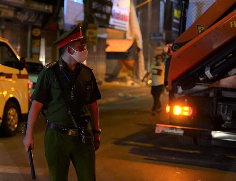 Hiện trường vụ sập giàn giáo trên phố Nguyễn Công Trứ - ảnh 4