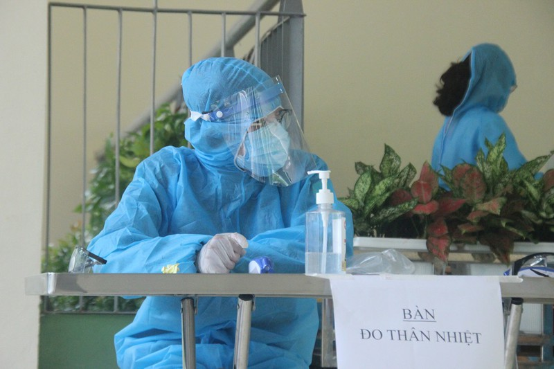 Người Hà Nội về từ Đà Nẵng giục nhau đi test nhanh COVID-19 - ảnh 2