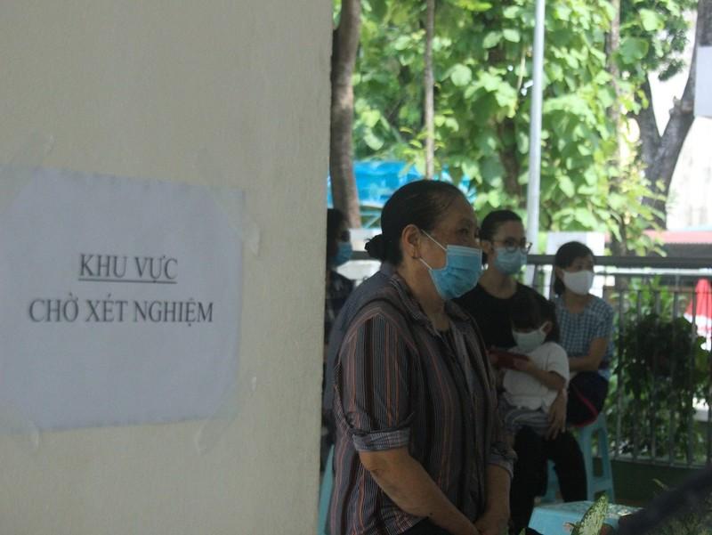 Người Hà Nội về từ Đà Nẵng giục nhau đi test nhanh COVID-19 - ảnh 8