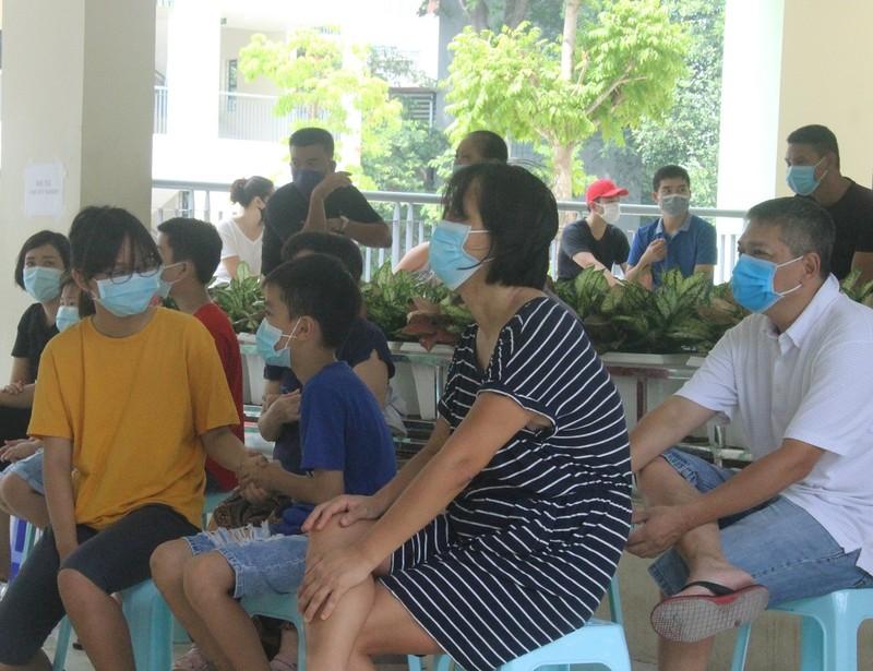 Người Hà Nội về từ Đà Nẵng giục nhau đi test nhanh COVID-19 - ảnh 10