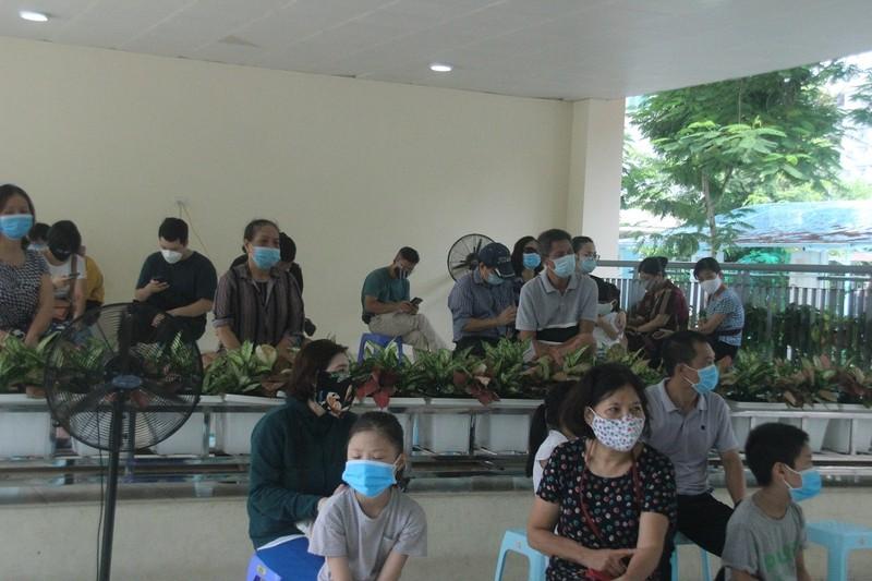 Người Hà Nội về từ Đà Nẵng giục nhau đi test nhanh COVID-19 - ảnh 1