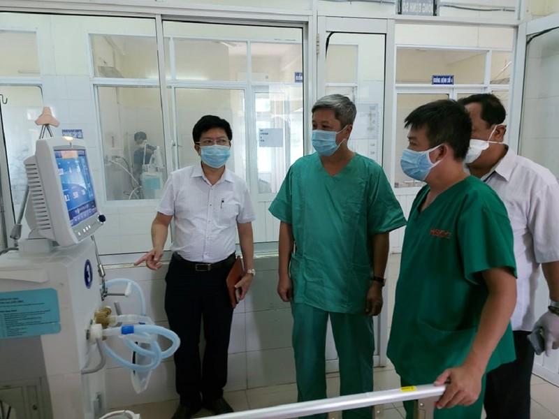 Thứ trưởng Nguyễn Trường Sơn kiểm tra BV dã chiến tại Đà Nẵng - ảnh 1