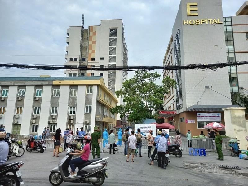 Bệnh viện E tạm đóng cửa, hàng trăm bệnh nhân phải quay về - ảnh 1