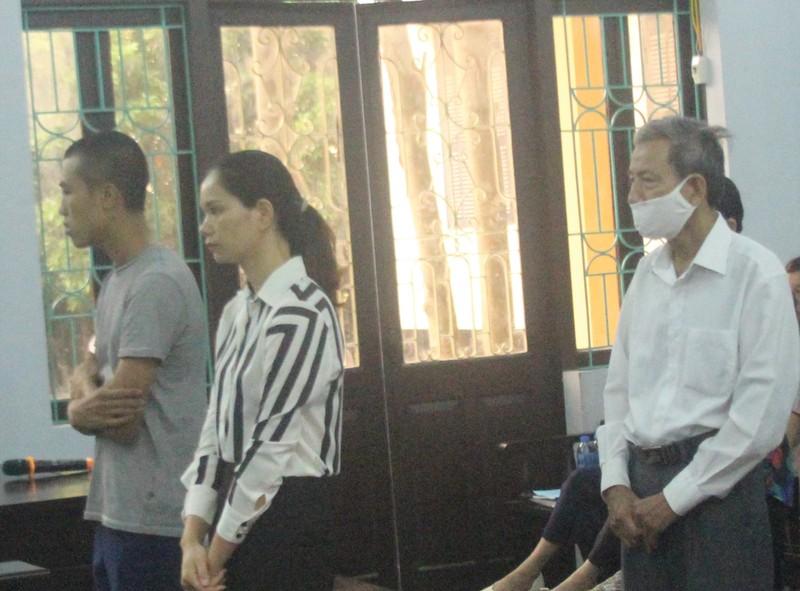Vụ ngân hàng 'bốc hơi' 2,4 tỉ: Nữ bị cáo dùng quyền im lặng - ảnh 2