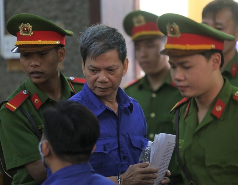 Cựu thượng tá công an từ chối 3 luật sư, tòa hoãn xử - ảnh 3